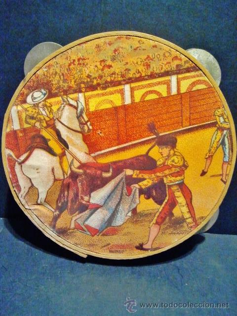 Instrumentos musicales: Antigua pandereta de madera litografiada Picador y toro. A estrenar. - Foto 2 - 40708623