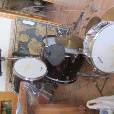 Instrumentos musicales: BATERIA JINBAO . NECESITA REPONER PARCHES Y FALTAN ALGUNAS PIEZAS PARA EL SOPORTE.. Lote 207142106