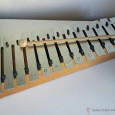 Instrumentos musicales: MAGNIFICO Y ANTIGUO XILOFONO HECHO DE MADERA Y LAS NOTAS EN METAL TIENE 13 NOTAS. Lote 45233007