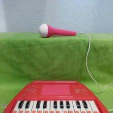 Instrumentos musicales: CURIOSO TECLADO VINTAGE INFANTIL CON MICRÓFONO INCORPORADO. Lote 45553118