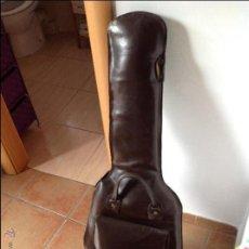Instrumentos musicales: FUNDA DE GUITARRA ELÉCTRICA DE CUERO DE ARGENTINA. Lote 45750075