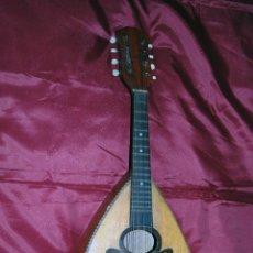 Instrumentos musicales: FANTÁSTICA MANDOLINA ANTIGUA CON DECORACIÓN DE MARIPOSA DE PALO SANTO MARFIL Y NACAR. Lote 46992593