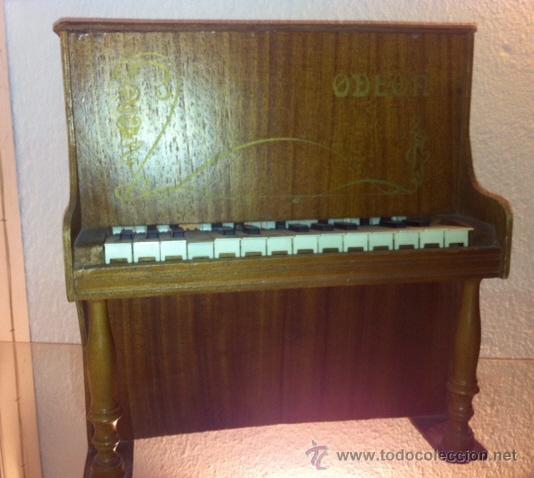 Instrumentos musicales: Antiguo piano de madera de juguete ,ODEON importante marca musical. - Foto 2 - 47511373
