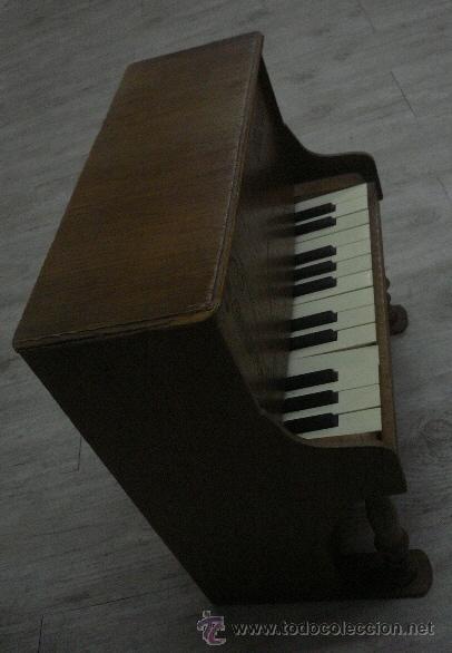 Instrumentos musicales: Antiguo piano de madera de juguete ,ODEON importante marca musical. - Foto 4 - 47511373