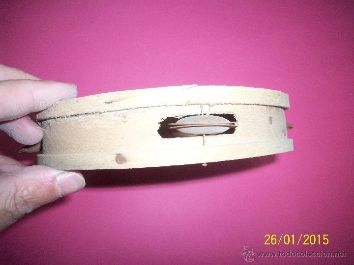 Instrumentos musicales: TRIO DE ANTIGUA PANDERETAS DE MADERA CON DECORACION DE TOREROS - Foto 2 - 111533446