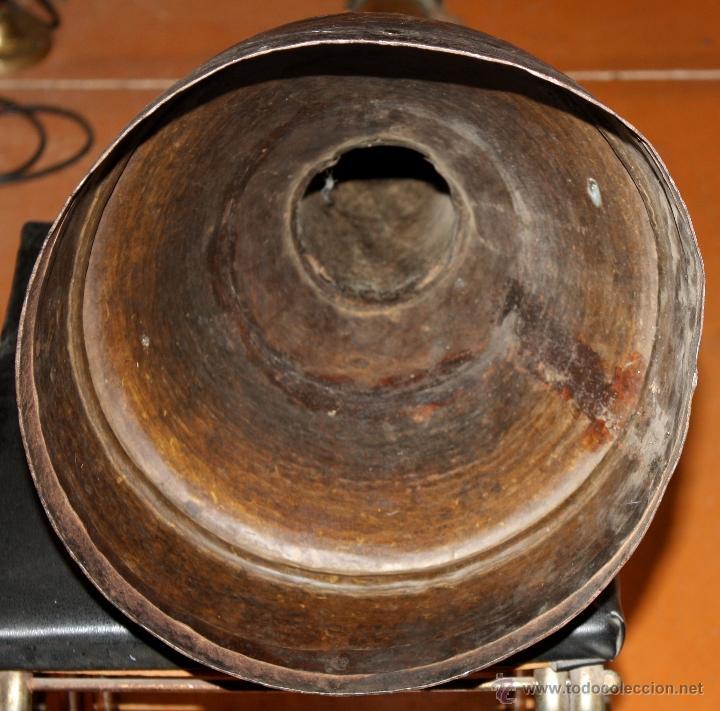 Instrumentos musicales: ANTIGUA TROMPETA TIBETANA O NEPALESA EXTENSIBLE EN BRONCE MARTELEADO DEL SIGLO XIX - Foto 3 - 48193090