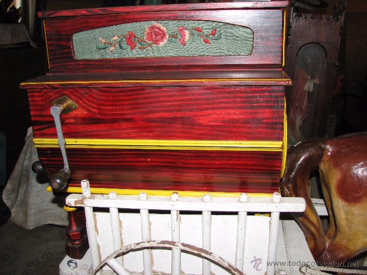 Instrumentos musicales: Antiguo organillo de manivela. - Foto 4 - 48686911