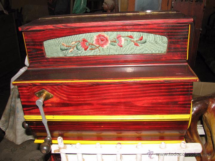 Instrumentos musicales: Antiguo organillo de manivela. - Foto 5 - 48686911