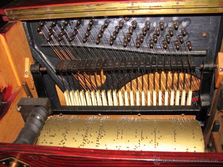 Instrumentos musicales: Antiguo organillo de manivela. - Foto 6 - 48686911