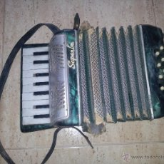 Instrumentos musicales: ANTIGUO ACORDEON SUPERBA. Lote 50039102