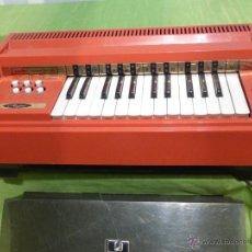 Instrumentos musicales: ÓRGANO ELÉCTRICO VINTAGE MAGNUS MAJOR ROJO - ORIGINAL AÑO 1969 - FABRICADO EN BÉLGICA - FUNCIONA. Lote 50737736
