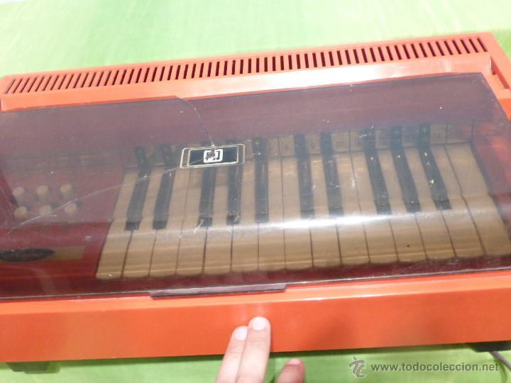 Instrumentos musicales: ÓRGANO ELÉCTRICO VINTAGE MAGNUS MAJOR ROJO - ORIGINAL AÑO 1969 - FABRICADO EN BÉLGICA-FUNCIONANDO - Foto 4 - 50737736