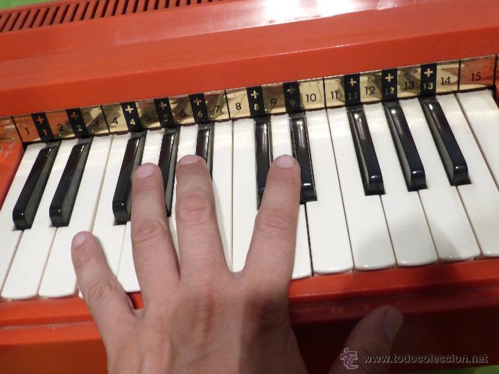 Instrumentos musicales: ÓRGANO ELÉCTRICO VINTAGE MAGNUS MAJOR ROJO - ORIGINAL AÑO 1969 - FABRICADO EN BÉLGICA-FUNCIONANDO - Foto 8 - 50737736