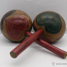 Instrumentos musicales: MARACAS ANTIGUAS INDIGENAS DE COLOMBIA, HECHAS Y POLICROMADAS A MANO, AÑOS 50 (CARTAGENA DE INDIAS).. Lote 53577771