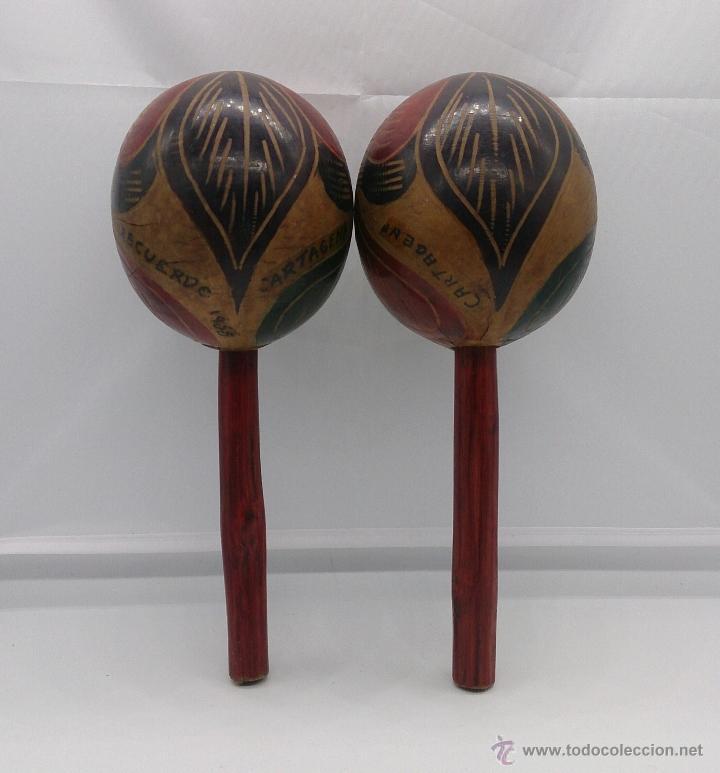 Instrumentos musicales: Maracas antiguas indigenas de Colombia, hechas y policromadas a mano, años 50 (Cartagena de Indias). - Foto 3 - 53577771