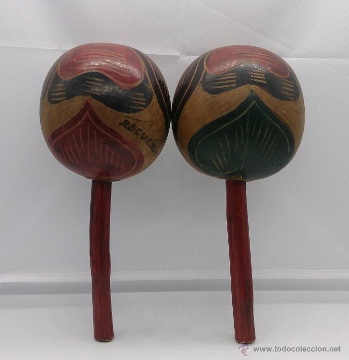 Instrumentos musicales: Maracas antiguas indigenas de Colombia, hechas y policromadas a mano, años 50 (Cartagena de Indias). - Foto 4 - 53577771