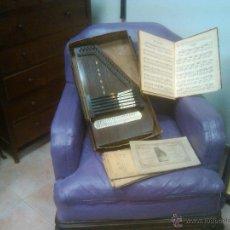 Instrumentos musicales: PIEZA DE MUSEO AUTOARPA CITARA SIGLO XIX CONSERVA LA CAJA ORIGINAL LIBROS FIRMADOS, PARTITURAS 435 €. Lote 54716652
