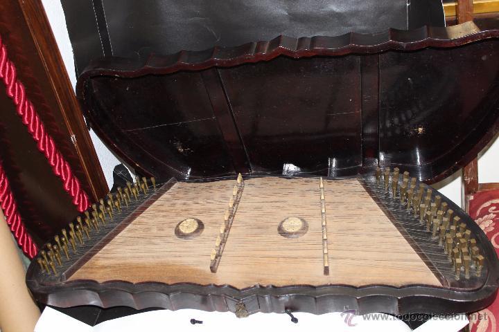 ZITARA SIGLO XIX CON PIEZAS EN MARFIL (Música - Instrumentos Musicales - Cuerda Antiguos)
