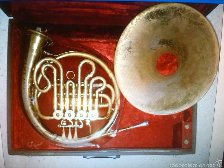 Instrumentos musicales: Trompa antiguo instrumento - Foto 2 - 55786339