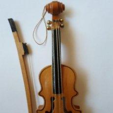 Instrumentos musicales: VIOLIN DE JUGUETE O DE COLECCION- MADERA - 18 CM - REINO UNIDO. Lote 56079524