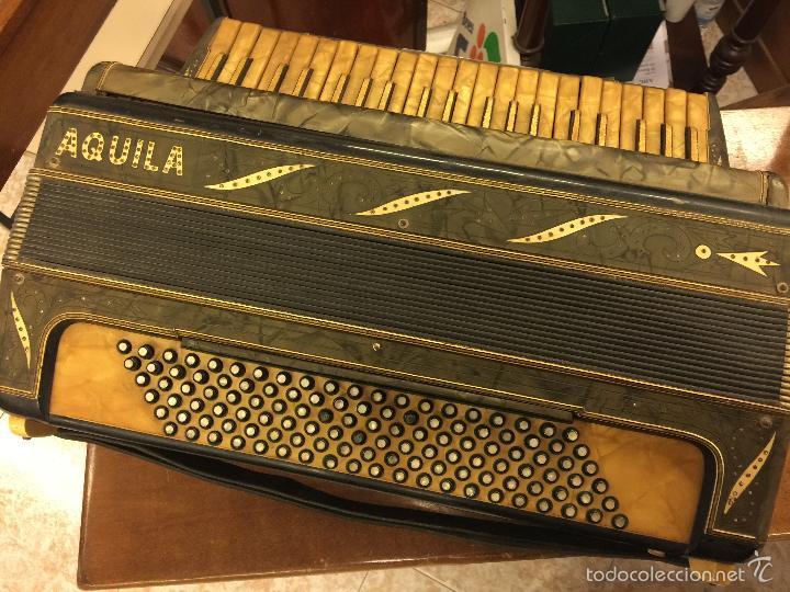 PRECIOSO ACORDEON ANTIGUO, MARCA AQUILA. CON LOS BOTONES PEQUEÑOS EN NACAR. FUNCIONA (Música - Instrumentos Musicales - Viento Madera)