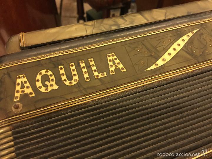 Instrumentos musicales: Precioso acordeon antiguo, marca AQUILA. Con los botones pequeños en nacar. funciona - Foto 5 - 56240299