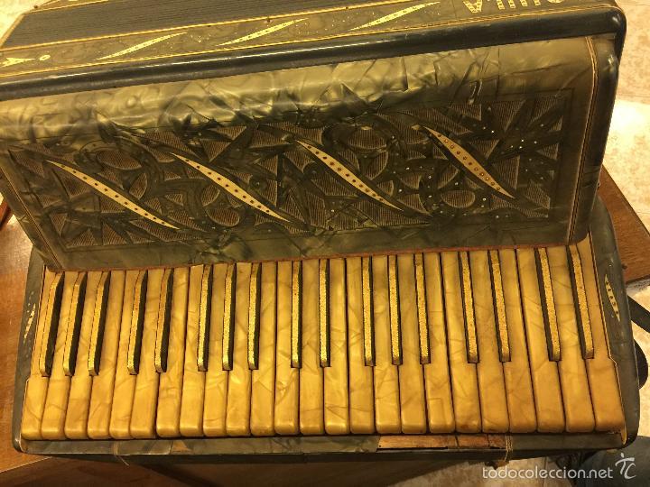 Instrumentos musicales: Precioso acordeon antiguo, marca AQUILA. Con los botones pequeños en nacar. funciona - Foto 7 - 56240299