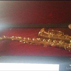 Instrumentos musicales: BONITA REPLICA EN MINIATURA DE UN SAXOFON DE METAL.. Lote 162171468
