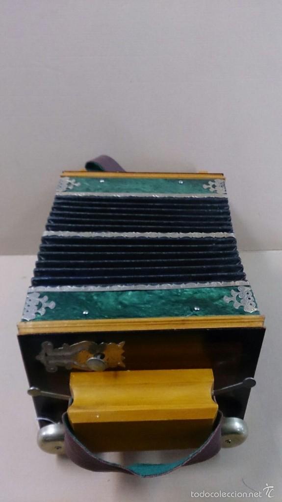 Instrumentos musicales: Acordeon ruso en madera - Foto 2 - 57726419