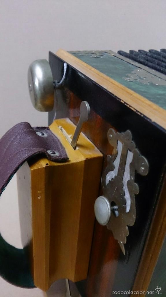Instrumentos musicales: Acordeon ruso en madera - Foto 9 - 57726419