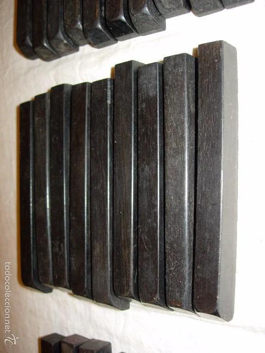 Instrumentos musicales: 80 Teclas de piano negras de madera de ebano antiguas - Foto 4 - 58197868