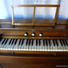 Instrumentos musicales - Antiguo órgano, armonio de iglesia - 59109715