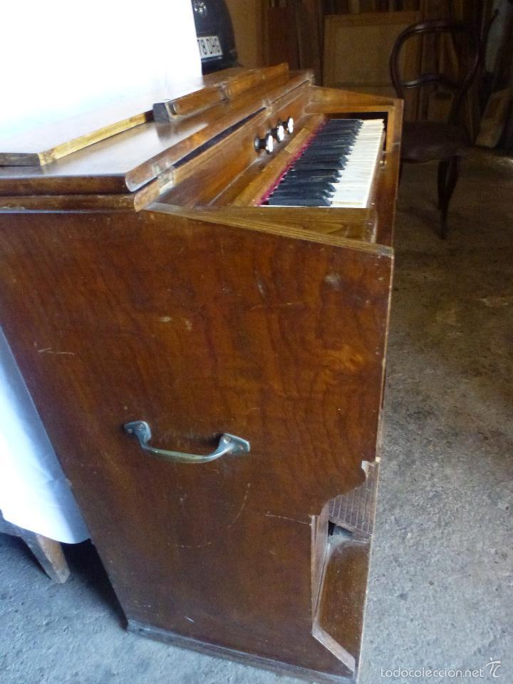 Instrumentos musicales: Antiguo órgano, armonio de iglesia - Foto 3 - 59109715