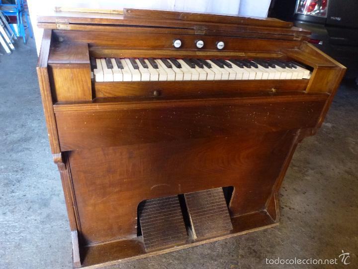 Instrumentos musicales: Antiguo órgano, armonio de iglesia - Foto 7 - 59109715