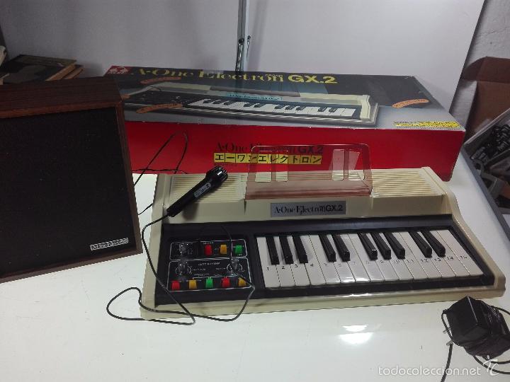 ESPECTACULAR ORGANO O TECLADO A-ONE ELECTRON GX.2 - ALTAVOZ - MICRO - FUNCIONANDO - 74 X 31 CM - (Música - Instrumentos Musicales - Teclados Eléctricos y Digitales)