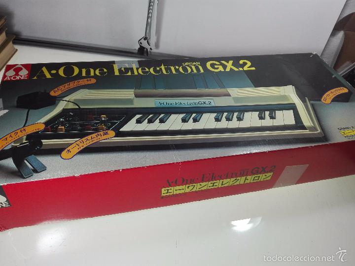 Instrumentos musicales: ESPECTACULAR ORGANO O TECLADO A-ONE ELECTRON GX.2 - ALTAVOZ - MICRO - FUNCIONANDO - 74 X 31 CM - - Foto 2 - 60207407