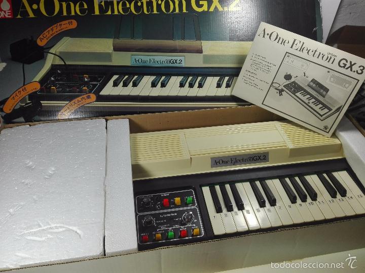 Instrumentos musicales: ESPECTACULAR ORGANO O TECLADO A-ONE ELECTRON GX.2 - ALTAVOZ - MICRO - FUNCIONANDO - 74 X 31 CM - - Foto 3 - 60207407
