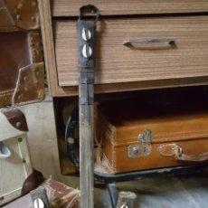 Instrumentos musicales: BONITO INSTRUMENTO DE CUERDAS KORA AFRICANO. Lote 62405958