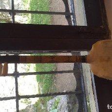 Instrumentos musicales: INSTRUMENTO 3 CUERDAS CAPERUZA DE TORTUGA Y PIEL DE ANIMAL. Lote 66109818