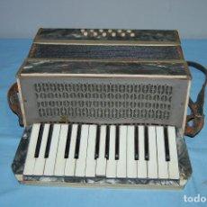 Instrumentos musicales: ANTIGUO ACORDEÓN. Lote 68330777