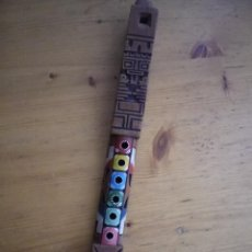 Instrumentos musicales: FLAUTA DE MADERA TALLADA TIPICA ANDINA BOLIVIA 32 CENTIMETROS. Lote 72776399
