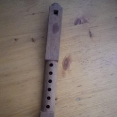 Instrumentos musicales: FLAUTA DE MADERA TALLADA TIPICA ANDINA BOLIVIA 32 CENTIMETROS. Lote 72776643