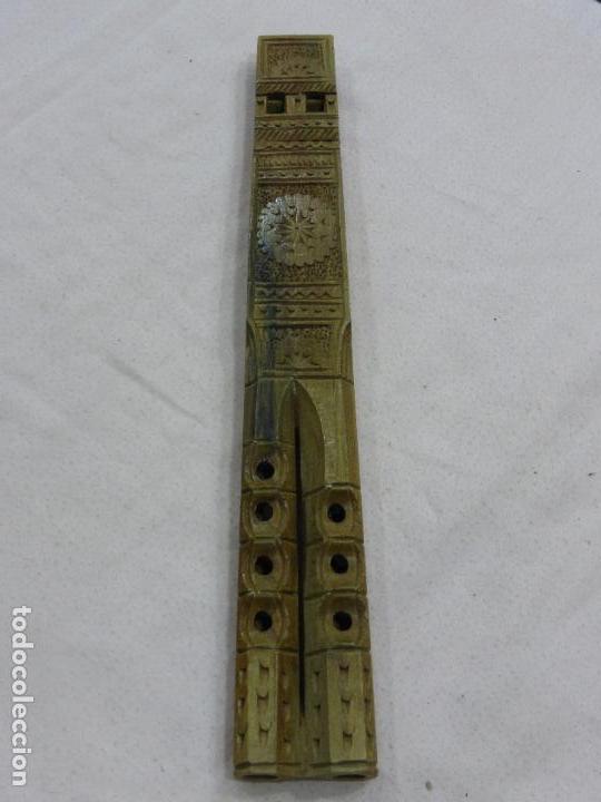 Instrumentos musicales: PRECIOSA Y ANTIGUA FLAUTA CON PRIMOROSA TALLA POPULAR EN MADERA NOBLE-DOBLE TUBO-ORIGINAL BULGARIA - Foto 2 - 76702423