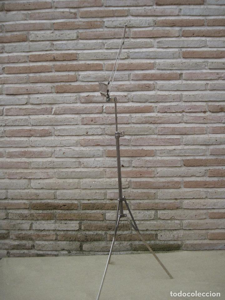 Instrumentos musicales: ATRIL ANTIGUO DE PIE EN HIERRO CROMADO, PARA PARTITURAS DE MUSICA. REGULABLE. - Foto 2 - 84545048