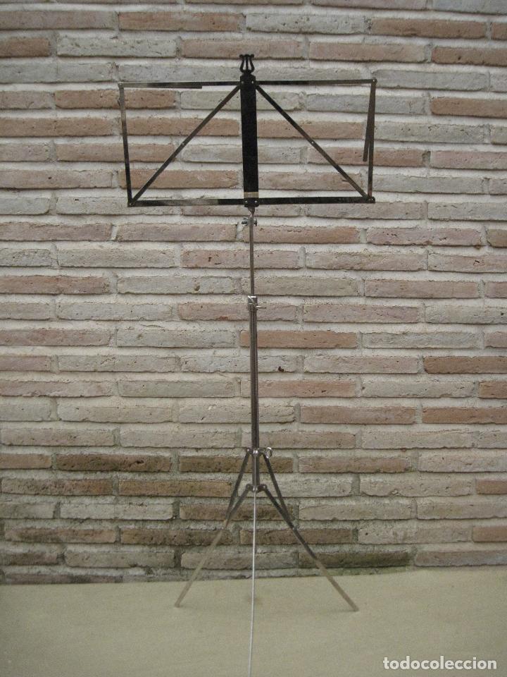 Instrumentos musicales: ATRIL ANTIGUO DE PIE EN HIERRO CROMADO, PARA PARTITURAS DE MUSICA. REGULABLE. - Foto 3 - 84545048