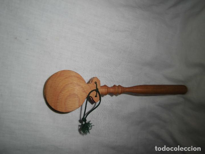 Instrumentos musicales: ANTIGUAS CASTAÑUELAS DE MADERA CON MANGO - Foto 2 - 86722224