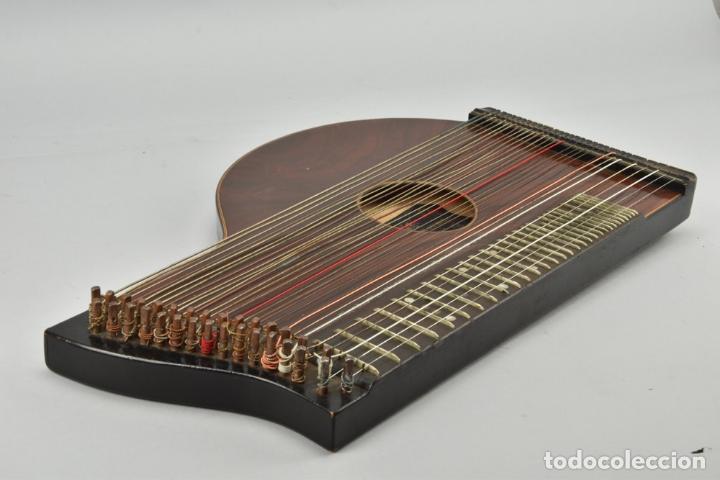 Instrumentos musicales: ANTIGUA ARPA CITARA SIGLO XIX 5,5x51x31 cm CAJA MALETA 235,00 € - Foto 2 - 87410684