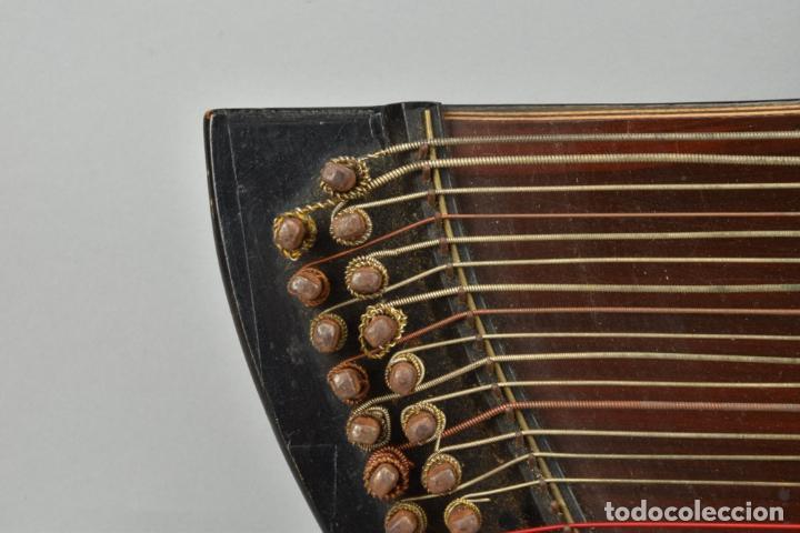 Instrumentos musicales: ANTIGUA ARPA CITARA SIGLO XIX 5,5x51x31 cm CAJA MALETA 235,00 € - Foto 9 - 87410684