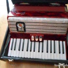 Instrumentos musicales: ACORDEON 34 TECLAS GUERRINI SUPERLUXE 60 BAJOS. 3 REGISTROS. CON MALETA RIGIDA.. Lote 87531804