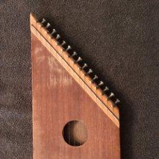 Instrumentos musicales: KANKLES O SINARRA (INSTRUMENTO DE CUERDA) AÑOS 60. Lote 87791339